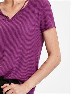 %61 Polyester %37 Viskoz %2 Elastan Yaka Detaylı Jakarlı Tişört