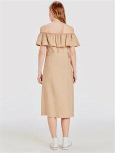 %14 Polyester %86 Viskon Diz Altı Düz Kısa Kol Omuzları Açık Kuşaklı Viskon Elbise