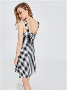 %96 Pamuk %4 Elastan Sırt Detaylı Pamuklu Ekose Elbise