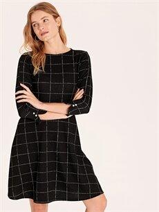 %77 Polyester %22 Viskoz %1 Elastan Diz Altı Desenli Uzun Kol Dokulu Kumaştan Kareli Kloş Elbise