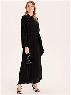 %32 Polyester %68 Viskoz Uzun Düz Uzun Kol Yakası Düğme Detaylı Kuşaklı Uzun Elbise