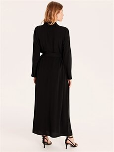 %32 Polyester %68 Viskoz Yakası Düğme Detaylı Kuşaklı Uzun Elbise