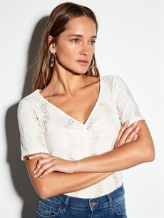 %98 Polyester %2 Elastan Standart V yaka Kısa Kol Tişört Dokulu Kumaştan Kendinden Desenli Tişört