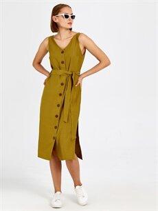 %13 Polyester %87 Viskoz Diz Altı Düz Kolsuz Düğme Detaylı Kuşaklı Viskon Elbise